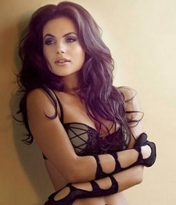 Greet Yourself with Sizzling Escort Girls